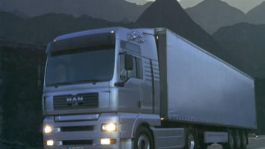 Un camion heurte une voiture à Genève