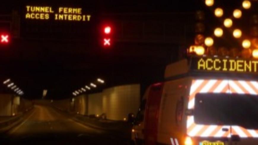 Un véhicule en feu dans le tunnel des Chavants