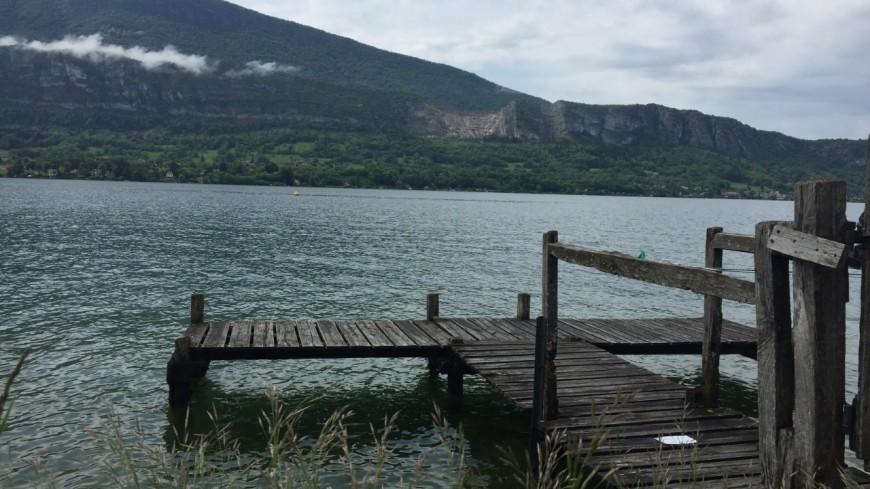 Un véliplanchiste secouru sur le lac d'Annecy