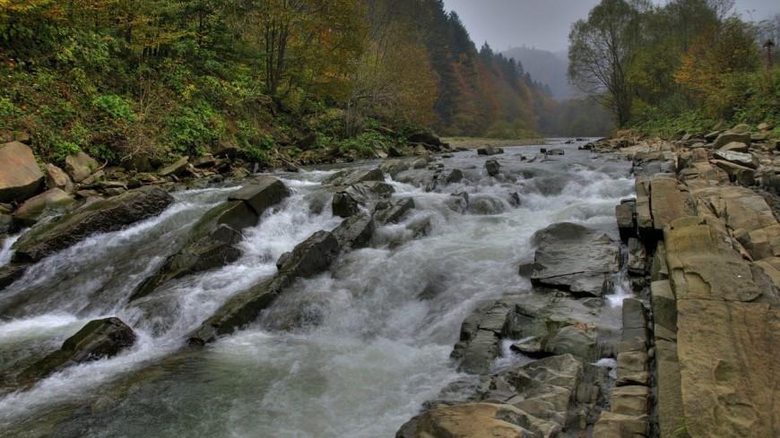 Stop au versement des eaux usées dans la rivière