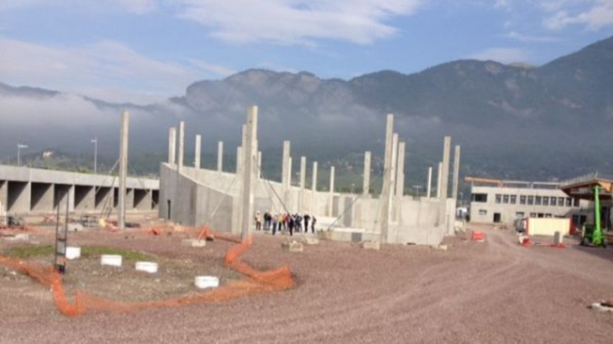 Vaud : une grue tombe sur un chantier