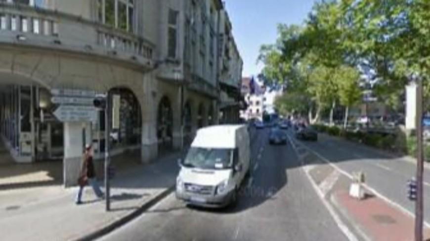 Deux jeunes gens agressés au couteau au centre-ville d'Annecy