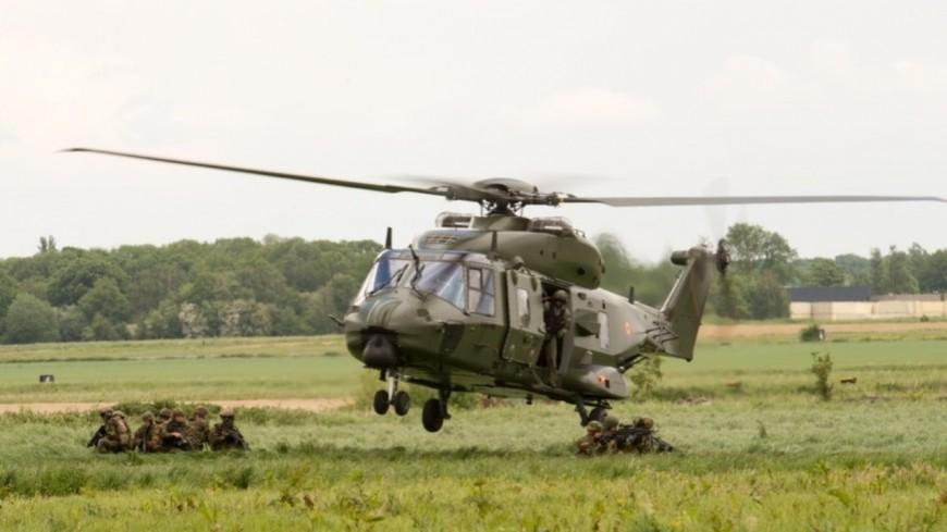 Des hélicoptères de l'armée dans le ciel