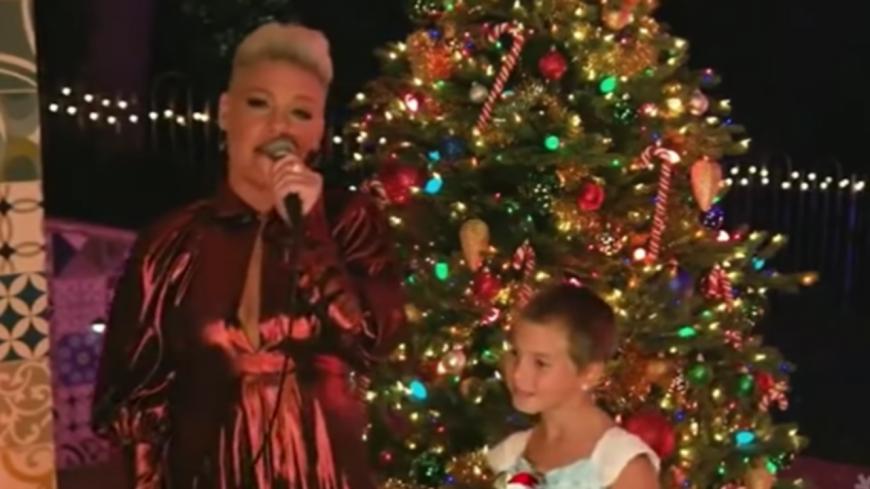 Pink partage un duo avec sa fille de 9 ans pour Noël (vidéo)