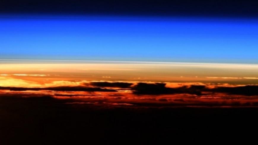 Un incroyable lever de Soleil immortalisé par Thomas Pesquet ! (photos)
