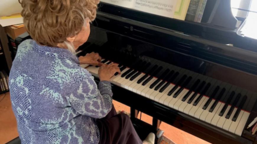 À 107 ans, la pianiste Colette Maze continue de sortir des albums !