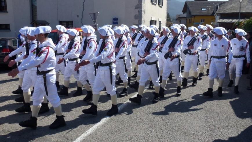 Annecy : le 27eme BCA défile à l'aéroport
