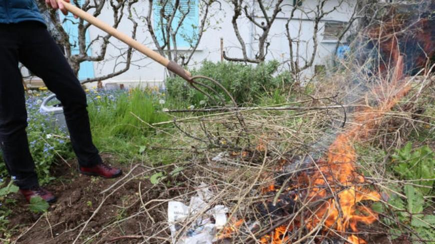 Interdiction de brûler des déchets verts en Savoie