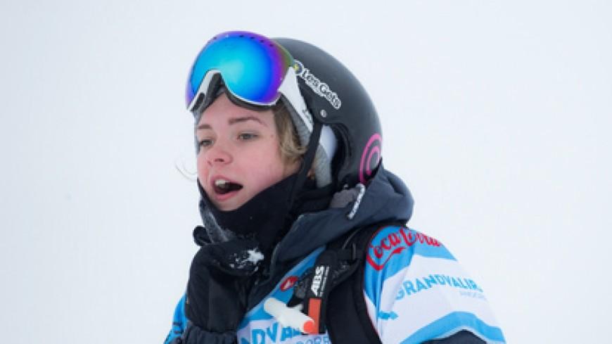Beaucoup d'émotion aux obsèques de la snowboardeuse Ellie Soutter aux Gets
