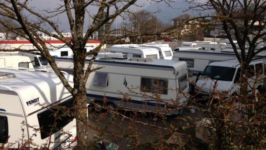 Bellegarde : des caravanes sur le terrain de rugby