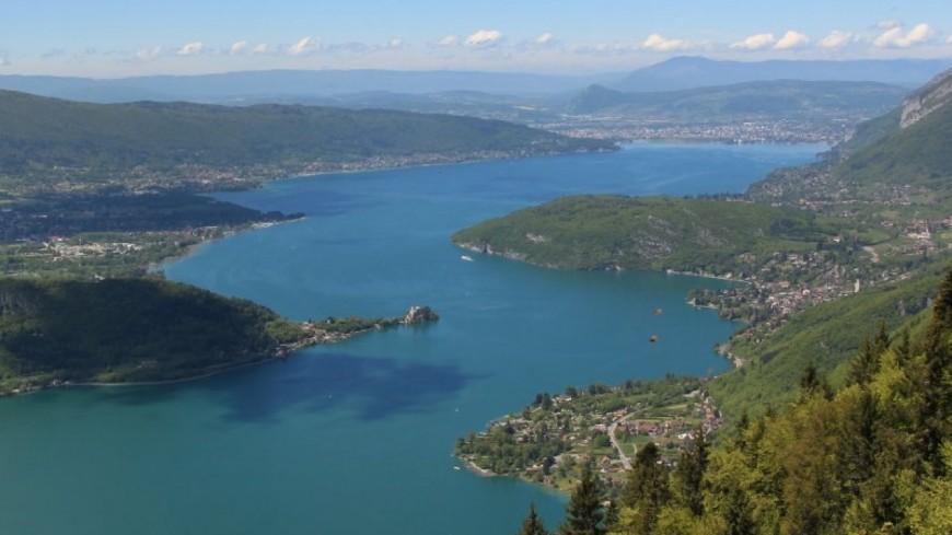 Un casting sur les bords du lac d'Annecy