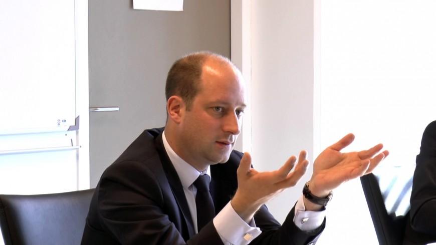 Loïc Hervé veut suspendre le travail parlementaire