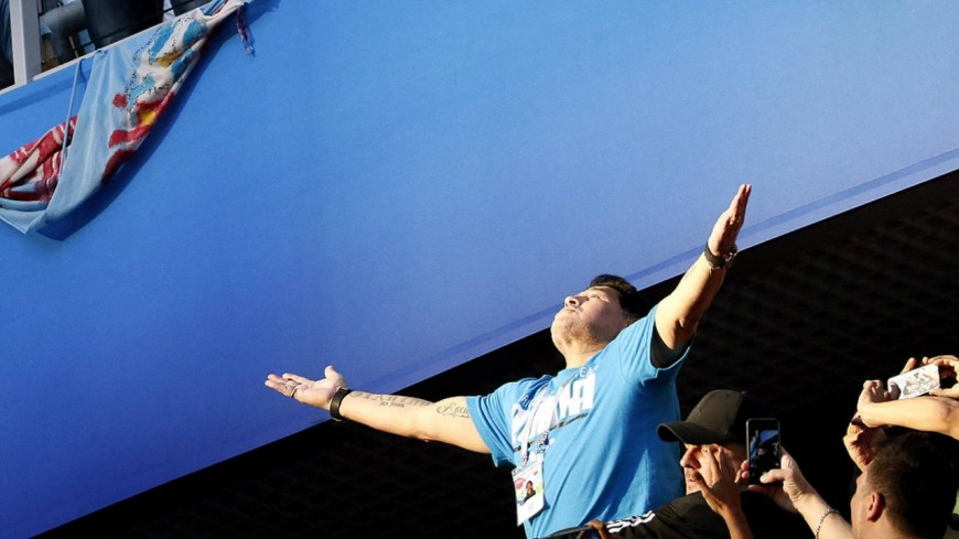 Diego Maradona Incontrôlable dans les tribunes !
