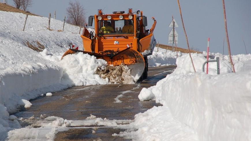 Neige : de nombreuses routes fermées