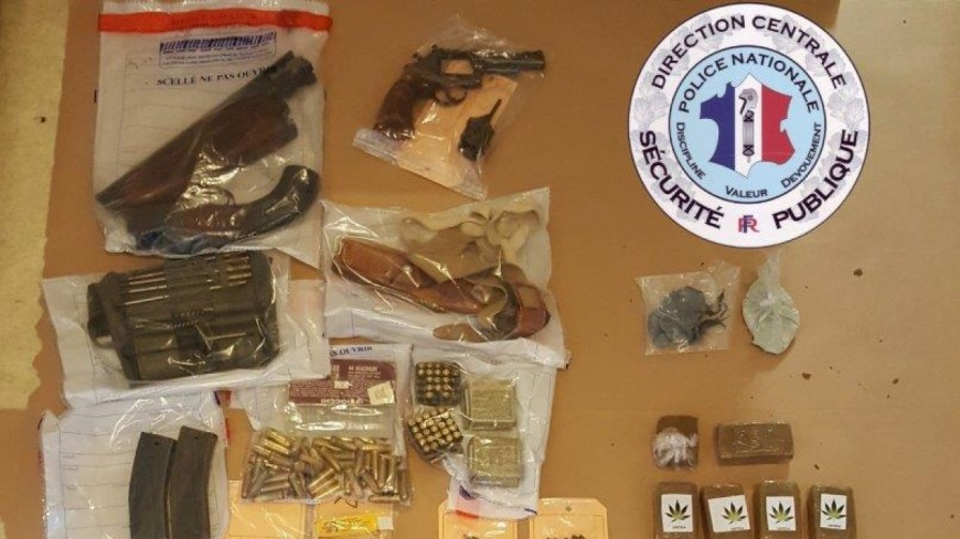 De la drogue et des armes dans un appartement