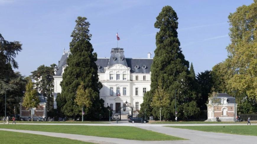 Les élus de Haute-Savoie autour du Préfet