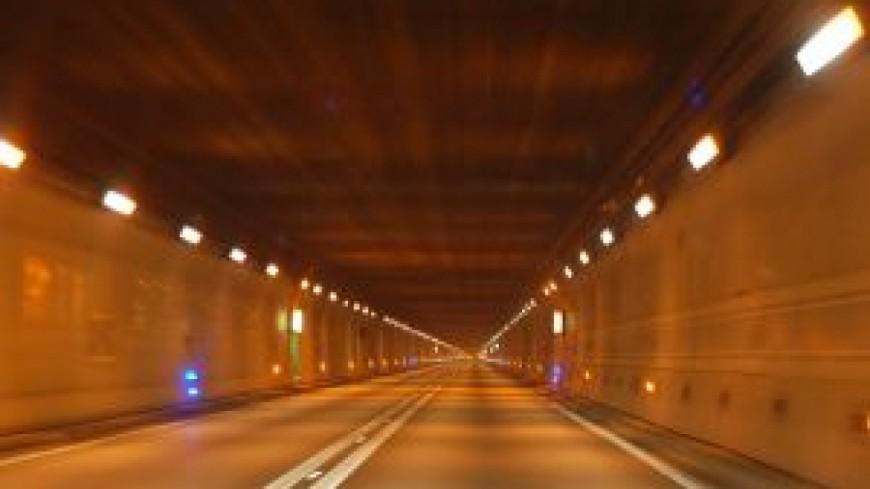 Du monde aux abords du tunnel du Mont-Blanc